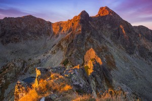 Judele-peak-at-sunrise-Retezat