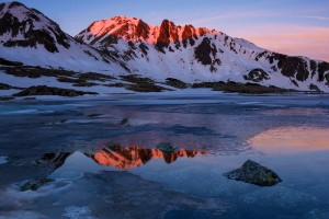 Peleaga-peak-at-sunrise-reflection-Retezat